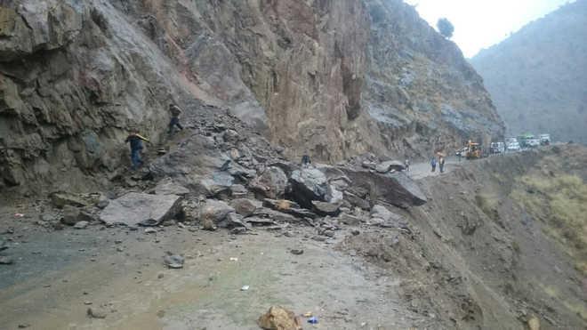 CRPF DIG among two killed in landslide on Jammu-Srinagar NH