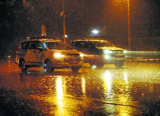 Rains, thunderstorm in Delhi