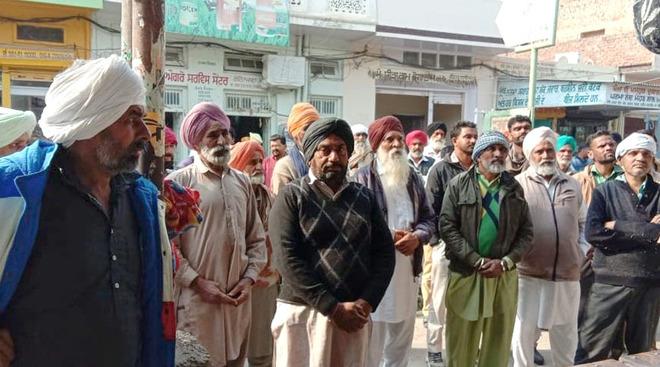 Cotton farmers divided over crop procurement