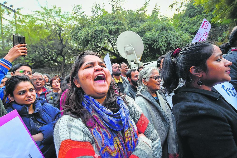 Urdu poet Munawwar Rana's daughters booked in anti-CAA protests