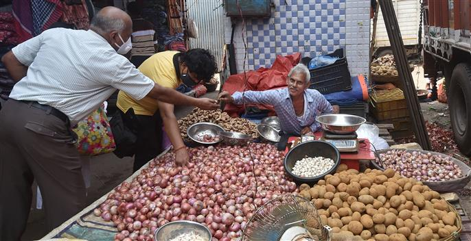 7,000 tonnes onion already imported, 25,000 tonnes likely to arrive before Diwali: Piyush Goyal
