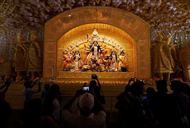 Hardship faced by migrant labourers during lockdown theme of many Durga Puja committees