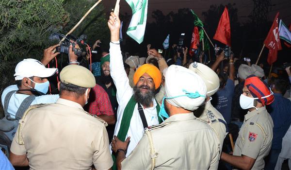 Punjab BJP chief gheraoed; farmers split on talks