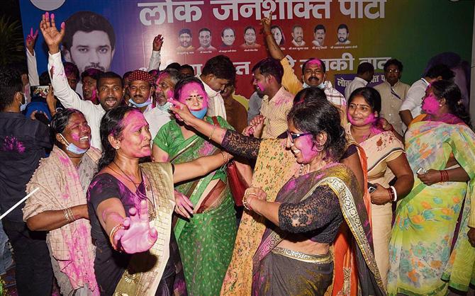 LJP walks out of NDA in Bihar, but ready to back BJP-led govt