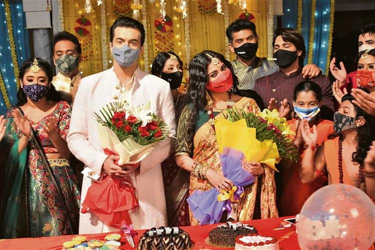 Mohsin Khan Harsha Khandeparkar Ring In Their Birthday On The Sets Of Yrkkh The promo shows kairav being a part of the wedding rituals along with. mohsin khan harsha khandeparkar ring