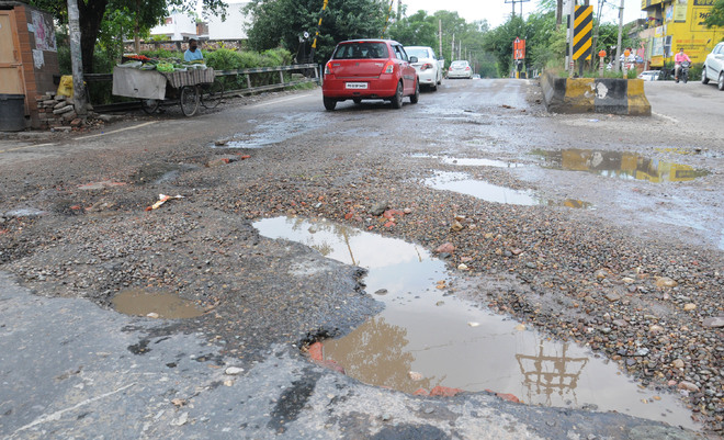 Ladowali Road: Bumpy ride poses risk to commuters' lives