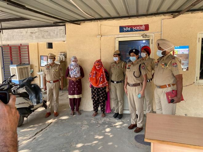 Blackmailers' gang busted, 2 women in Kharar police net