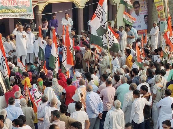 Baroda bypoll: Jind SP campaigning for BJP; Sonepat DC, DFSC distributing LPG cylinders: Congress