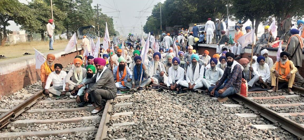 Farmers continue dharna