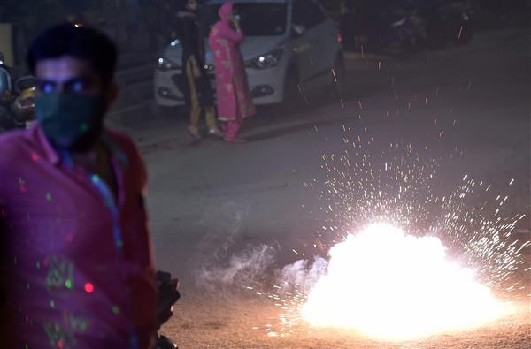 Delhi Police receives over 2,000 PCR calls about bursting of crackers on Diwali night