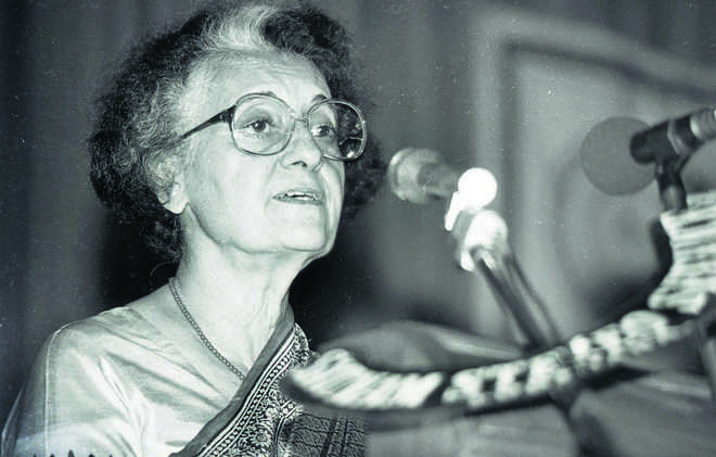 'Trailblazer, Iron lady': Cong leaders pay rich tributes to Indira Gandhi on birth anniversary
