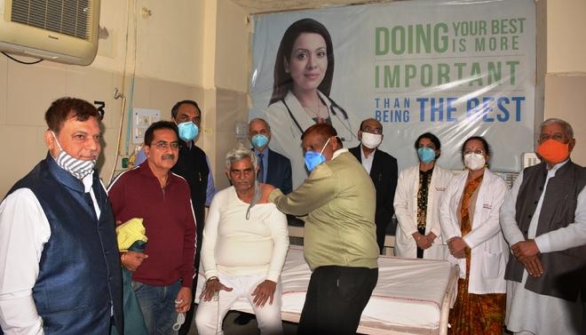 BJP, RSS leaders volunteer for Phase III vaccine trials