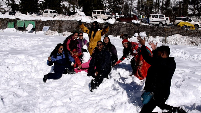 Huge rush of tourists as Manali road reopens