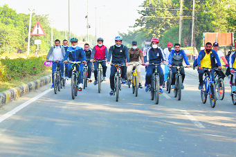 Citizens pedal to promote fitness