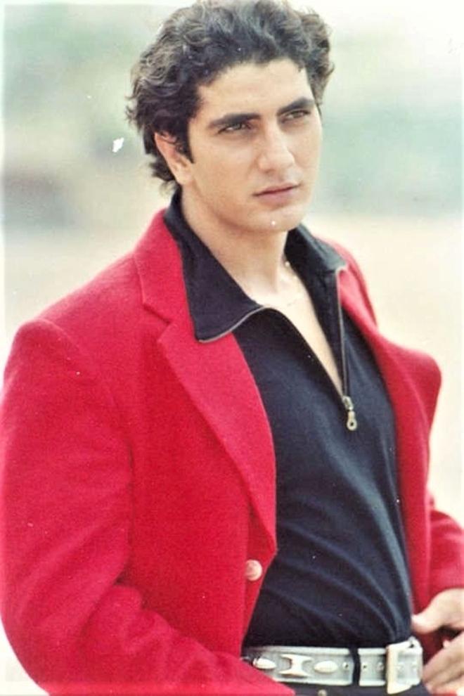 Faraaz Khan passes away