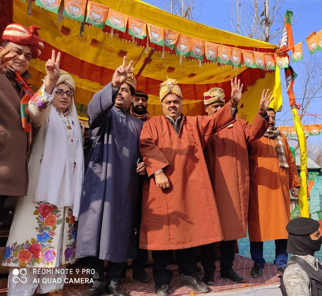 PM Modi's welfare schemes have given new hope to J&K people: Tarun Chugh