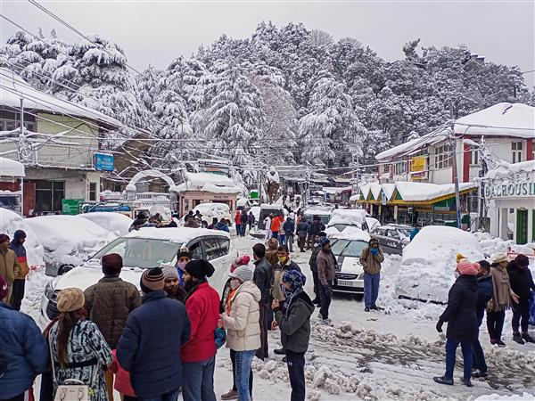Himachal sees tourist influx due to snowfall, new year celebrations