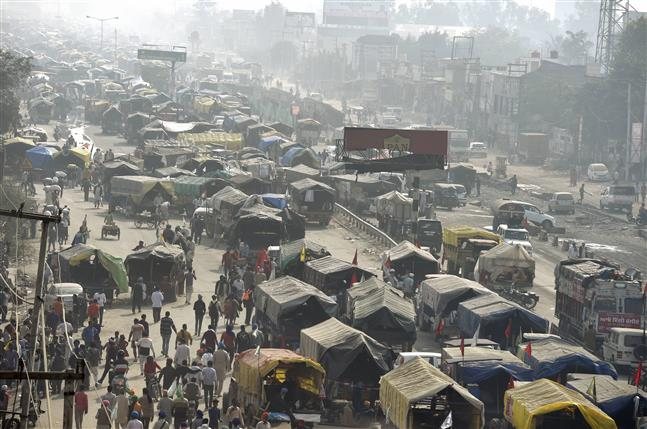 Farmers protest: Heavy security cover at Delhi borders, traffic snarls reported