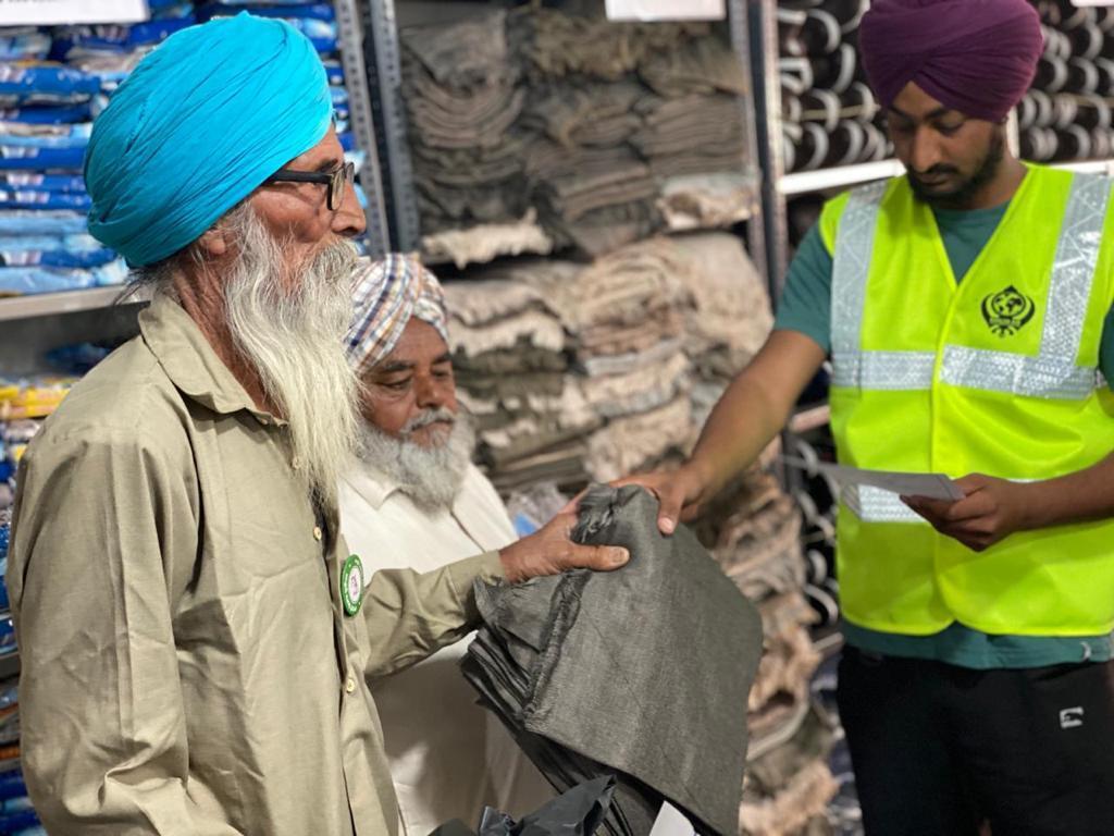Khalsa Aid sets up free 'Kisan Mall' at Tikri border