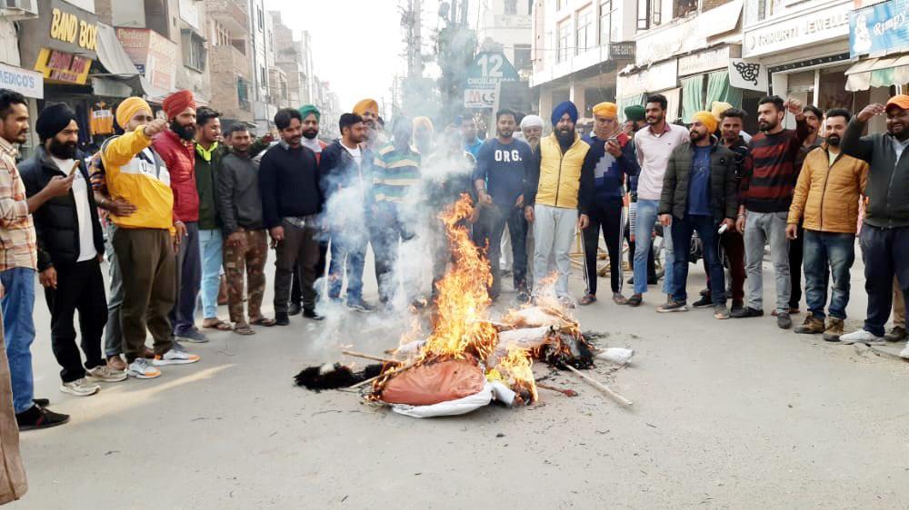 Kangana Ranaut's effigy burnt in Punjab's Abohar over 'derogatory' tweet on elderly Sikh woman