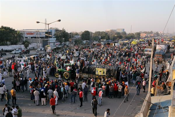 Farmers' sit-in at Noida-Delhi border continues; key route to Delhi closed for vehicles