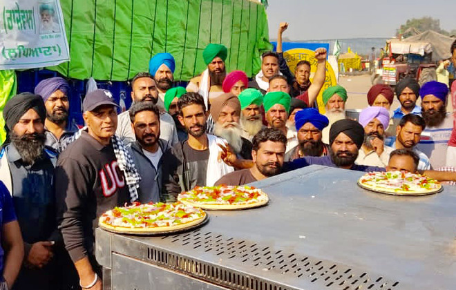 'Pizza langar' for protesting farmers attracts crowd
