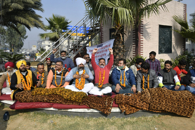Commitee protests in farmers' support