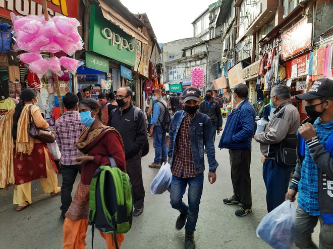 No social distancing in shimla