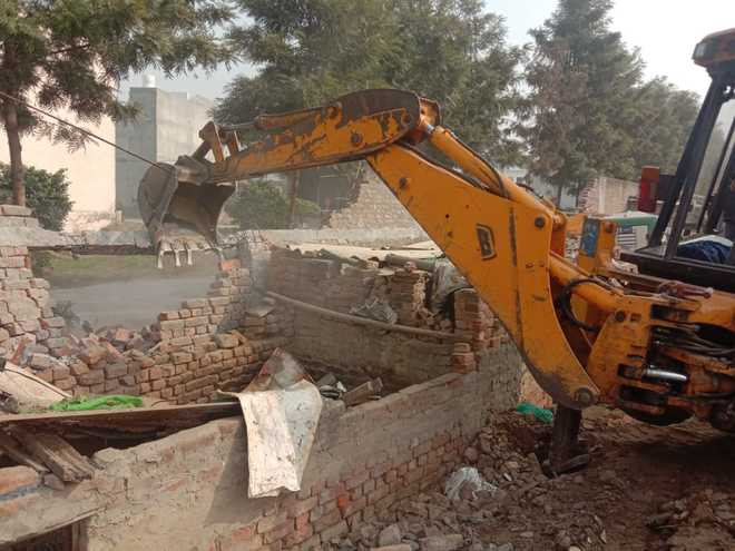 MC removes encroachments near Pavitar Nagar bridge