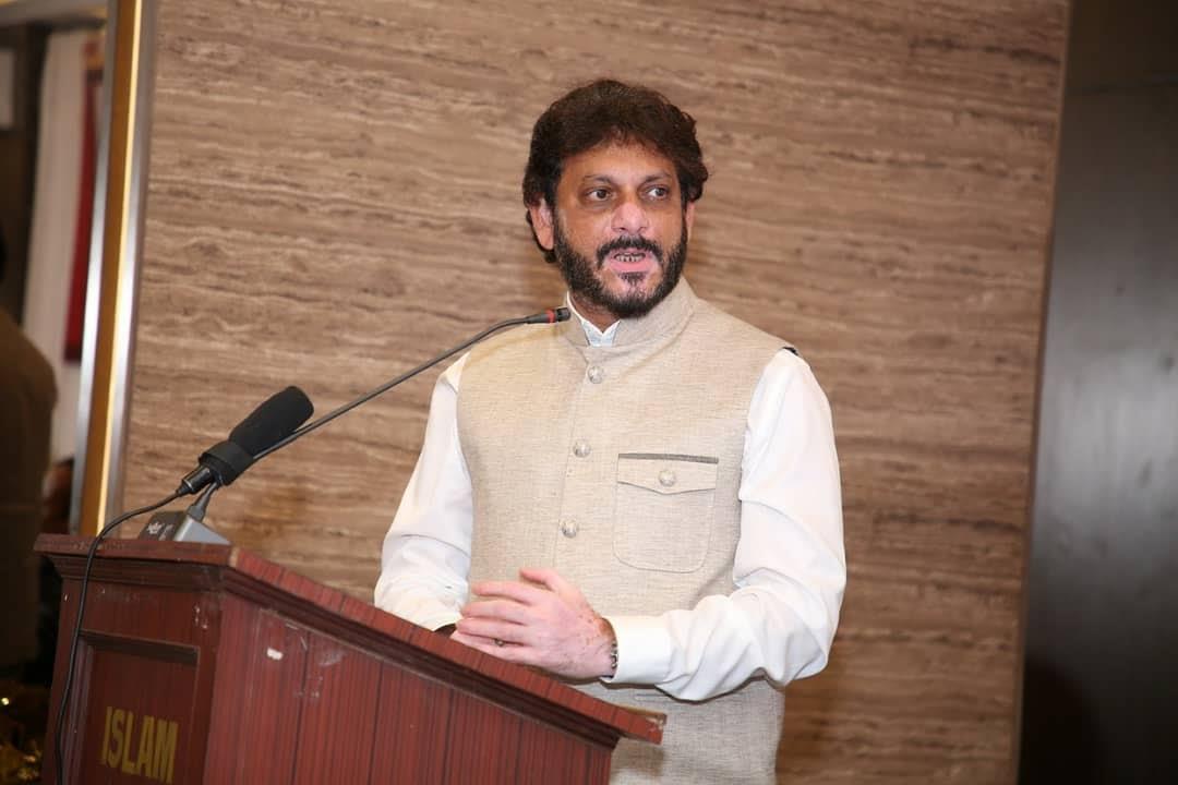 AIMIM imposes gag order on Waris Pathan