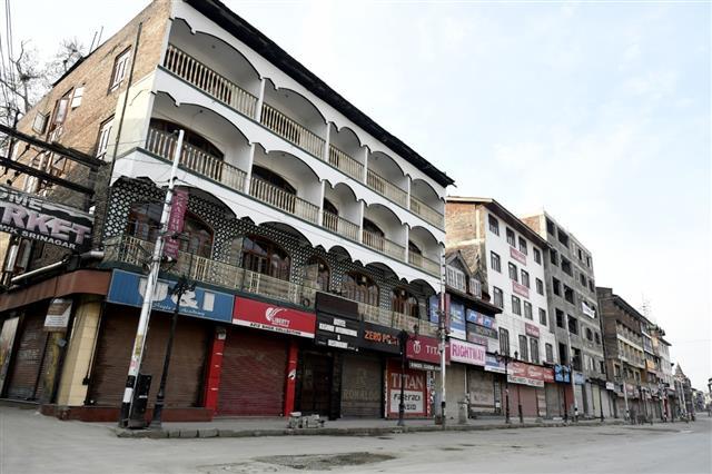 Coronavirus: Authorities in Kashmir enforce lockdown