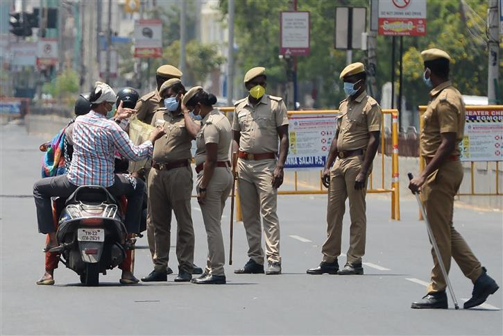 Coronavirus: Cases shoot past 600 as India enters state of complete lockdown