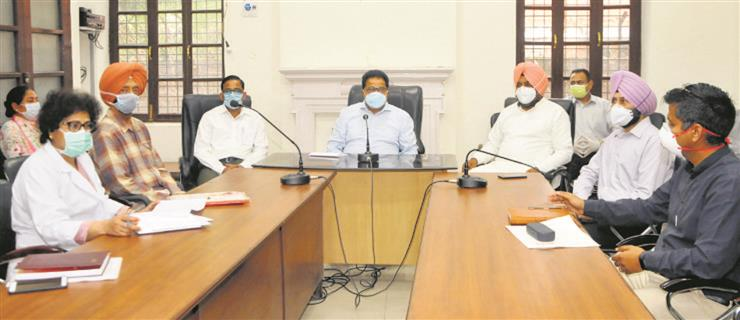 Junior doctors, nurses in Amritsar confront Cabinet Minister OP Soni
