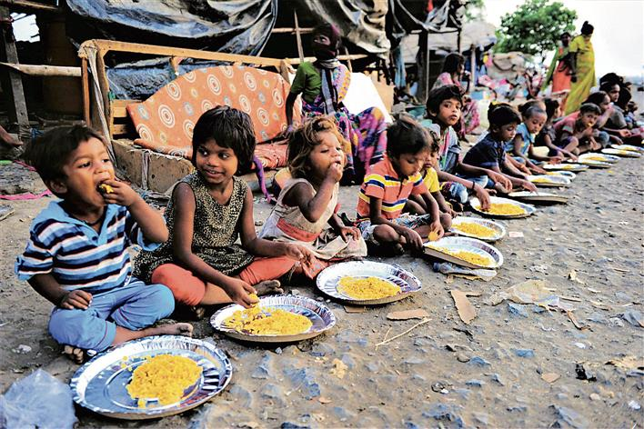 81-year-old Sikh man feeds 2 million on remote Maharashtra highway