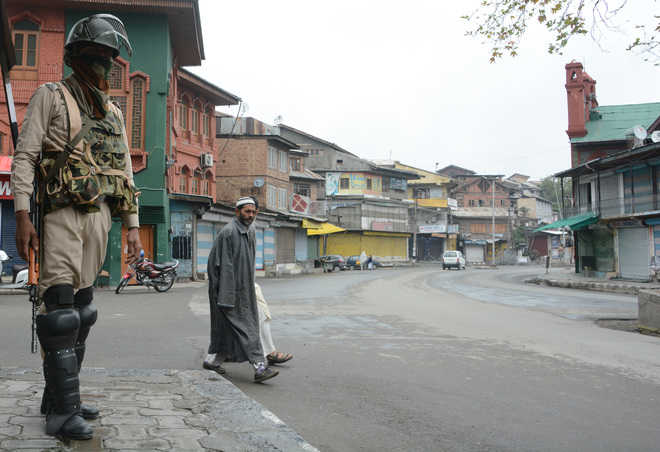 CRPF trooper, 4 civilians injured in Kashmir grenade attack