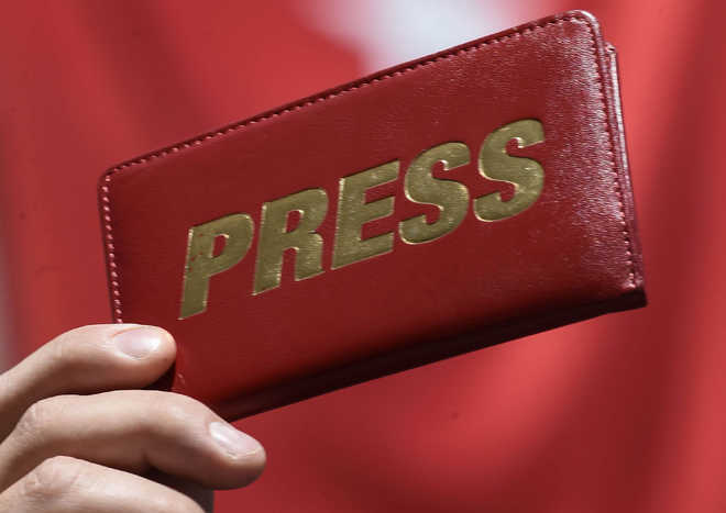 Resignation by top Bengali daily editor triggers controversy