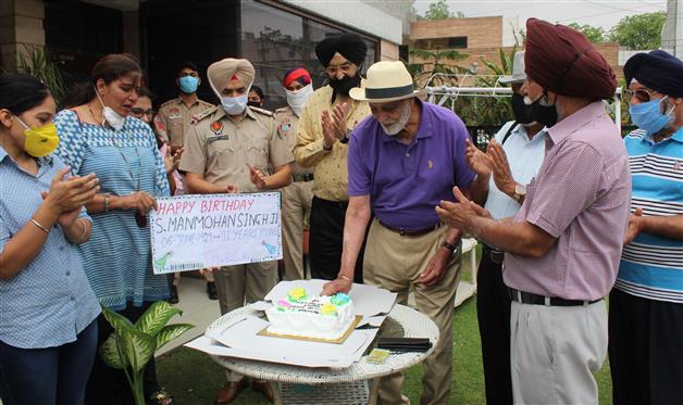 Punjab Police's surprise birthday celebrations for Mohali nonagenarian