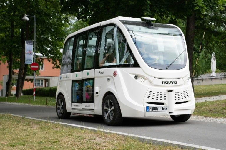 Self-driving bus services tested out in Estonia