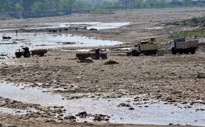Most Jhelum sand mining contracts go to outsiders