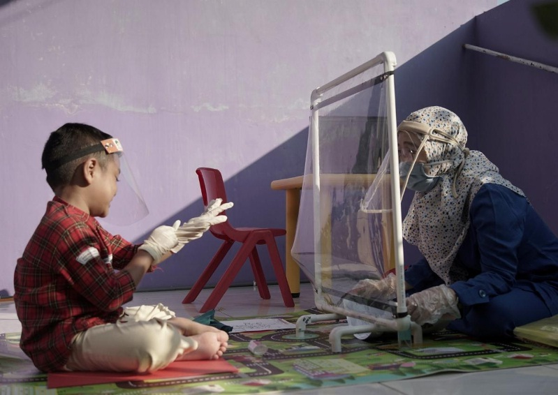 Indonesia kindergarten explores new ways to teach during pandemic