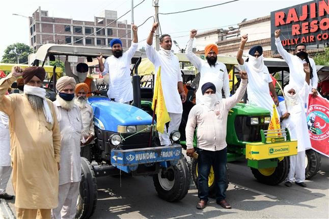 Punjab farmers hold protest against Centre's ordinances