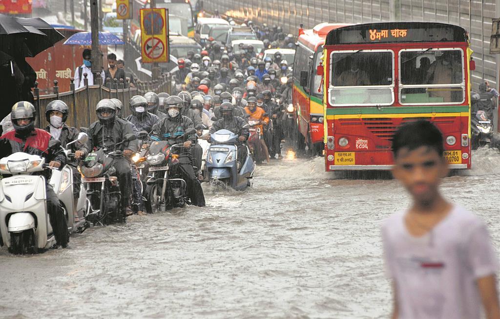 Rain lashes Mumbai
