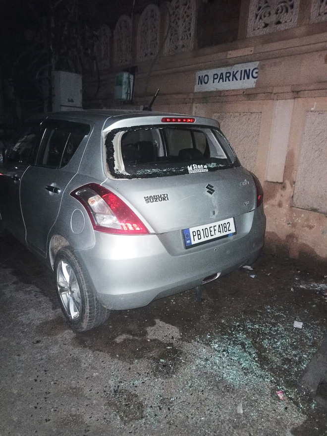 Miscreants damage vehicles in old city area