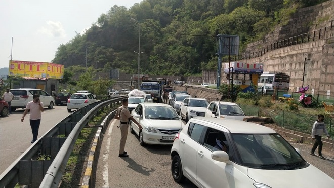 Jam at Parwanoo barrier as tourists line up to enter Himachal
