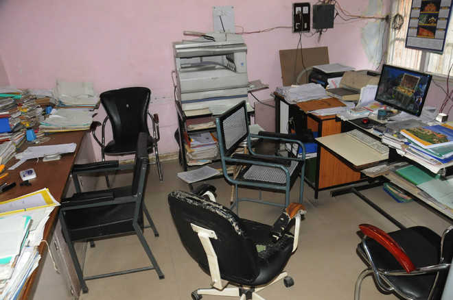 Punjab govt employees go on 4-day pen-down strike
