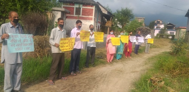Protest against land acquisition for airport at Balh in Mandi