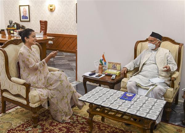 Kangana meets Maharashtra Guv, talks about 'injustice' done to her