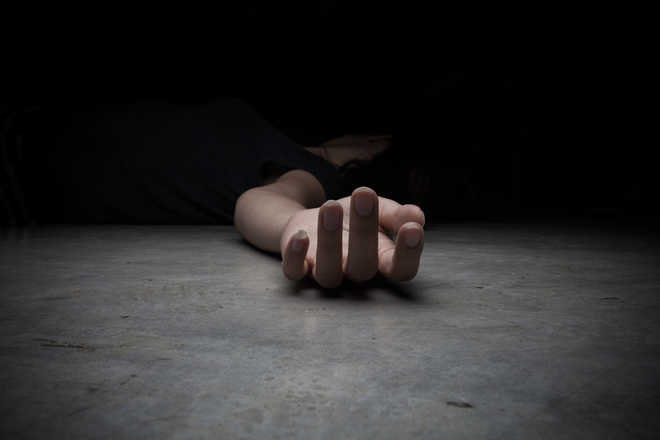 Telugu TV actor Kondapalli Sravani commits suicide