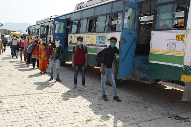 Inter-district night bus services begin in Himachal