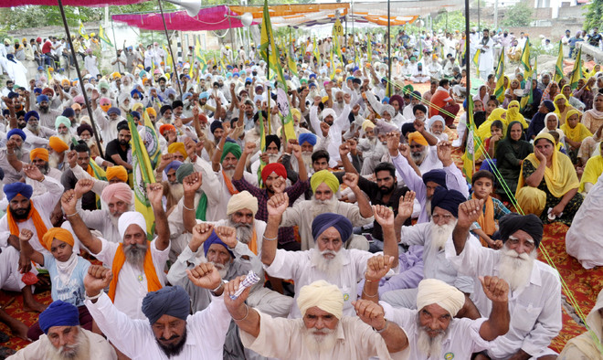 Punjab farmers end 'rail roko' briefly, to resume blockade from October 1